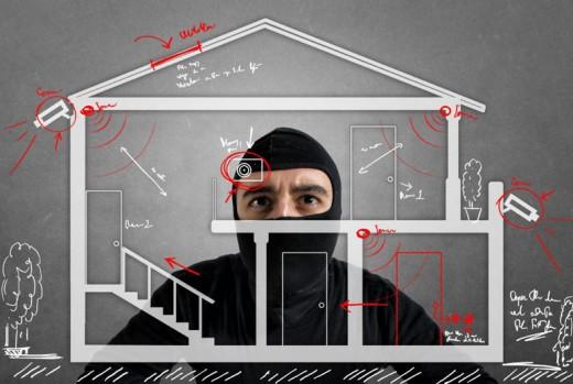 Einbrecher plant Einbruch in Haus dito Hacker bei